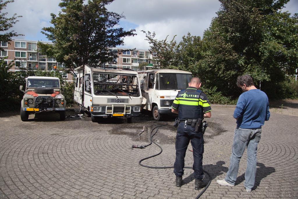04-08-2016 Camper uitgebrand en twee andere voertuigen beschadigd op de Surinameweg in Haarlem Schalkwijk