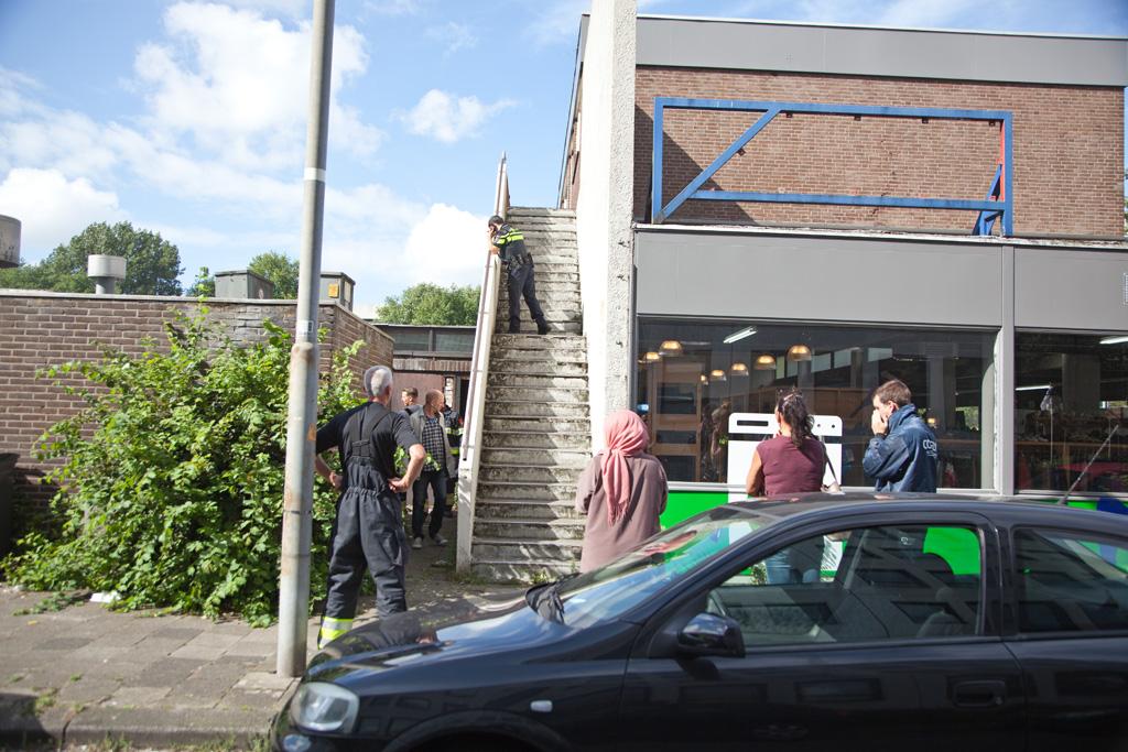 04-08-2016 Brandstichting in opslag Antillenweg Haarlem Schalkwijk