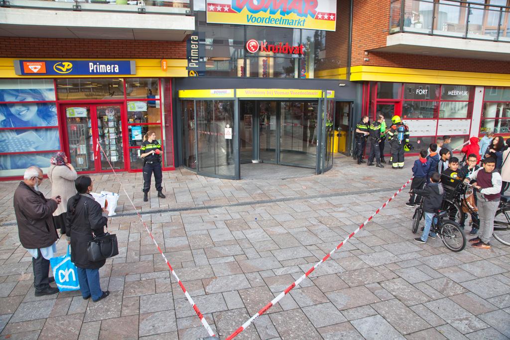 21-10-2016 Brand bij de Vomar Leonardo da Vinciplein in Haarlem Schalkwijk